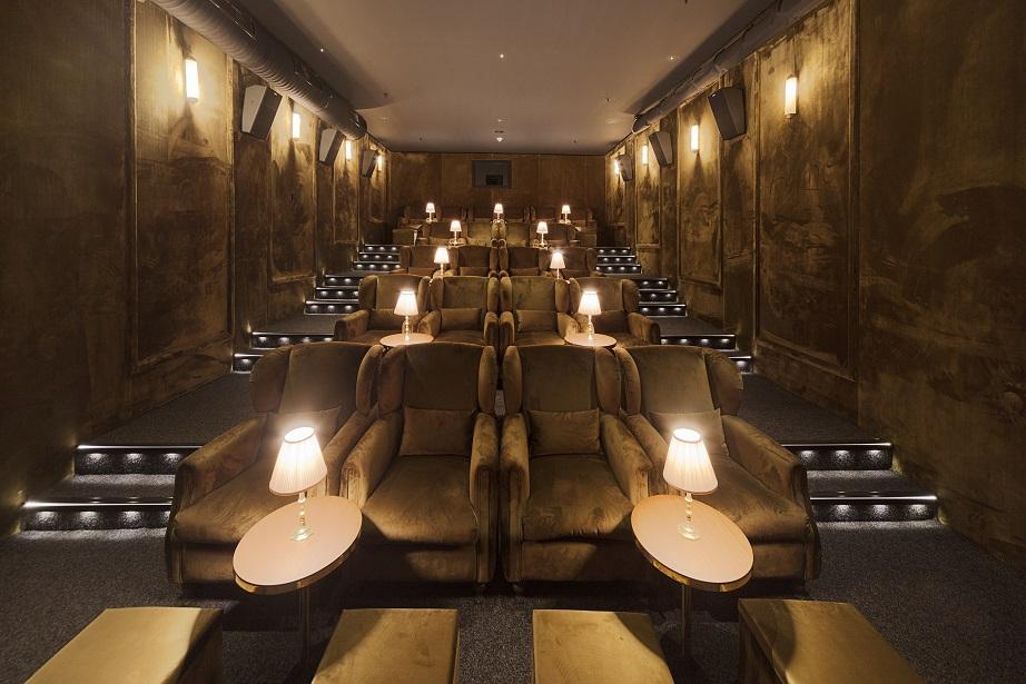 Beyoğlu İstiklal Caddesi'nin en önemli tarihi yapılarından biri olan Grand Pera bünyesinde bulunan Cinemo Art Hall, en başarılı ve ödüllü festival yapımlarının, bağımsız filmlerin yeni adresi oluyor. Üstün ses ve görüntü kalitesi, konforlu salonlarıyla Ci