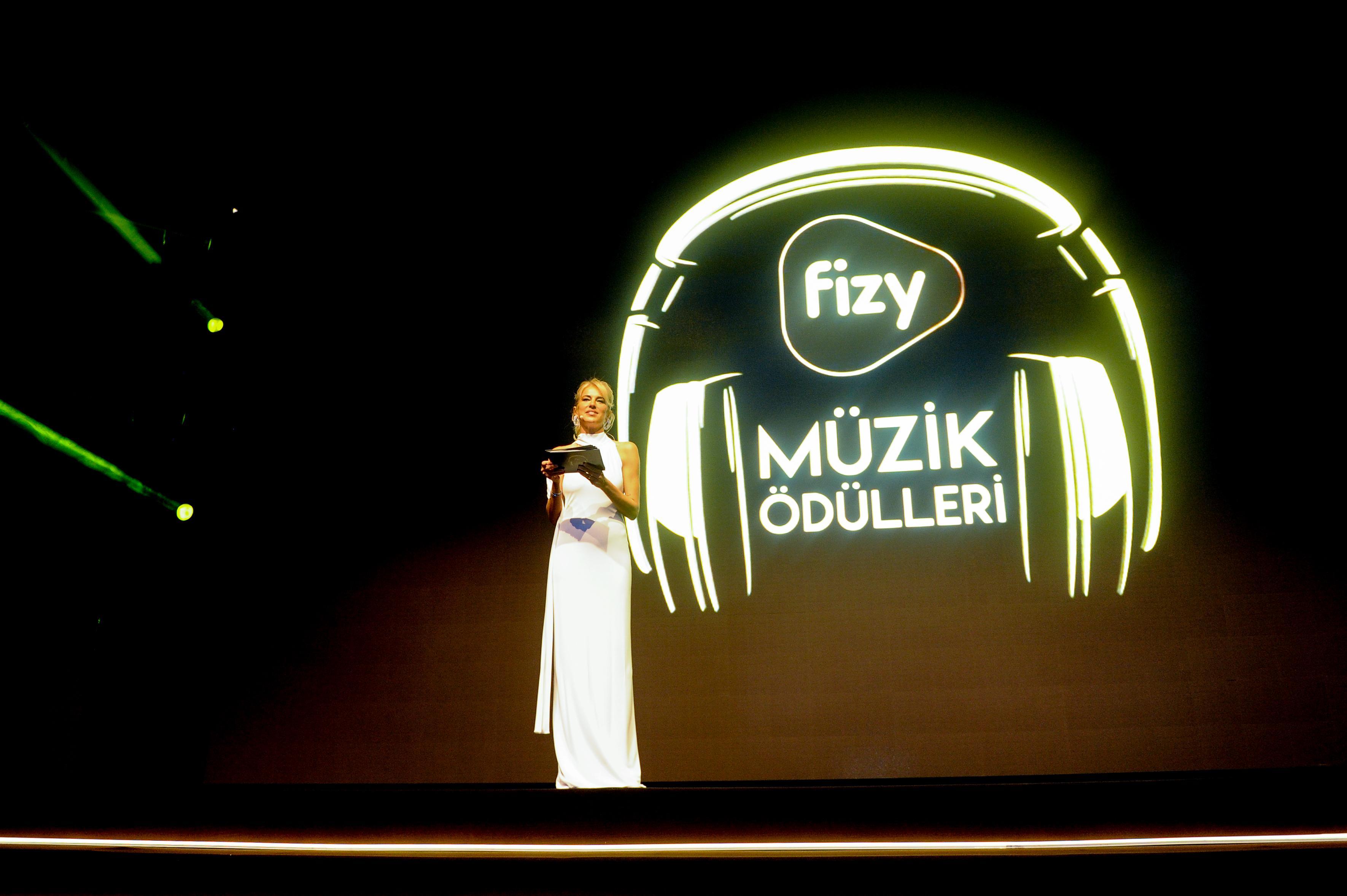 fizy Müzik Ödülleri, Atlantis Yapım, Zorlu Performans Sanatları Merkezi ve SM Production Group organizasyonuyla, fizy ana sponsorluğunda gerçekleşen fizy İstanbul Müzik Haftası kapsamında düzenlenen törenle sahiplerini buldu.