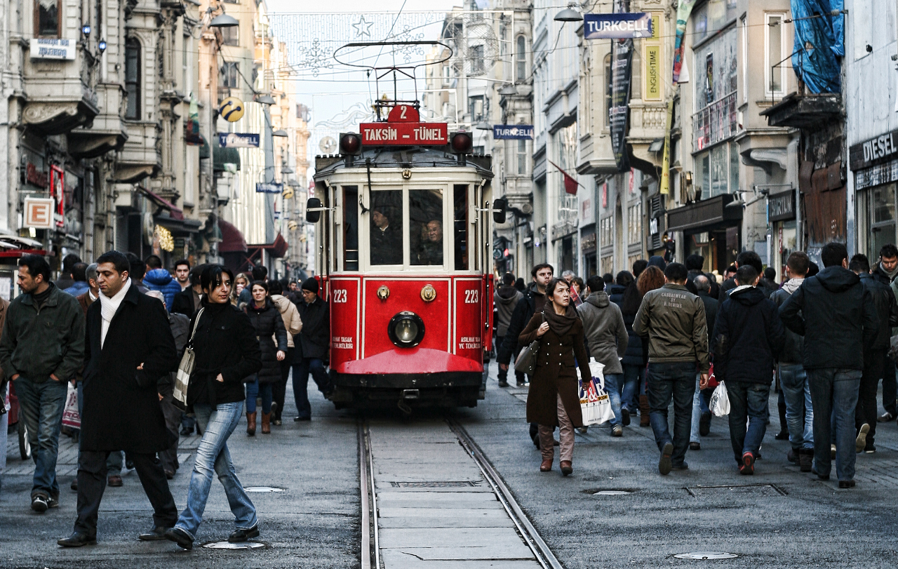 Cushman & Wakefield, İstanbul Alışveriş Caddeleri raporunun dördüncüsünü yayınladı: Bağdat Caddesi ve Nişantaşı yeme içme trendi ile direniyor, İstiklal zor bir dönemden geçiyor...