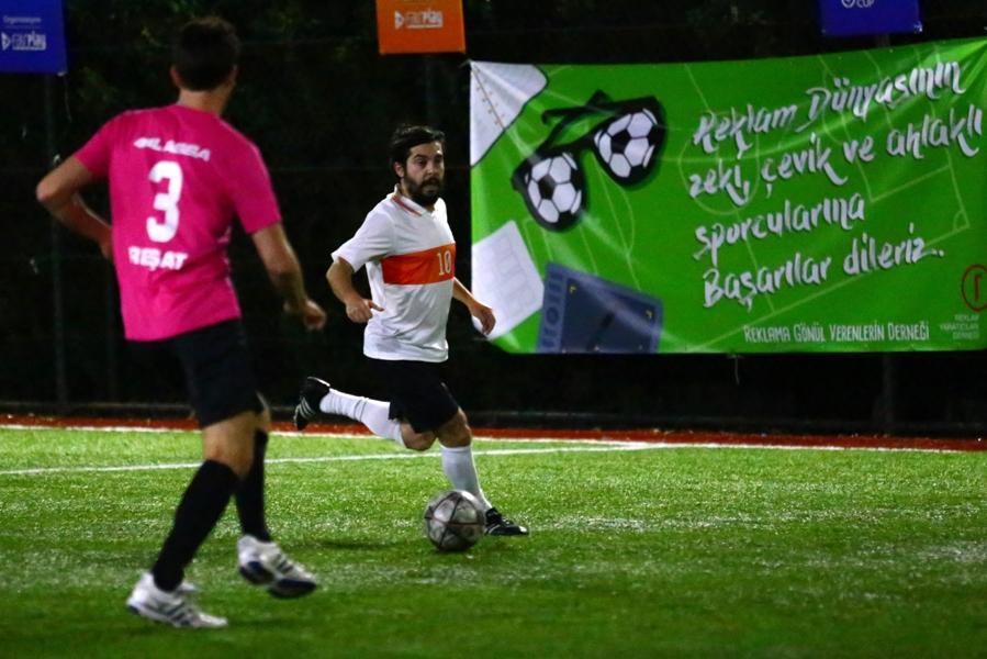 Reklam dünyasının en geniş kapsamlı, en profesyonel futbol organizasyonu olan ReLiga, 'Kristal Elma ReLiga' ismiyle sektöre heyecan getiriyor.