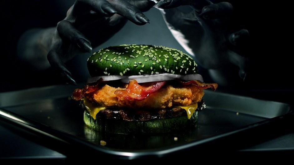Burger King fırsatı kaçırmadı ve Cadılar Bayramı'nın hemen öncesinde yeni bir hamburger tanıttı.