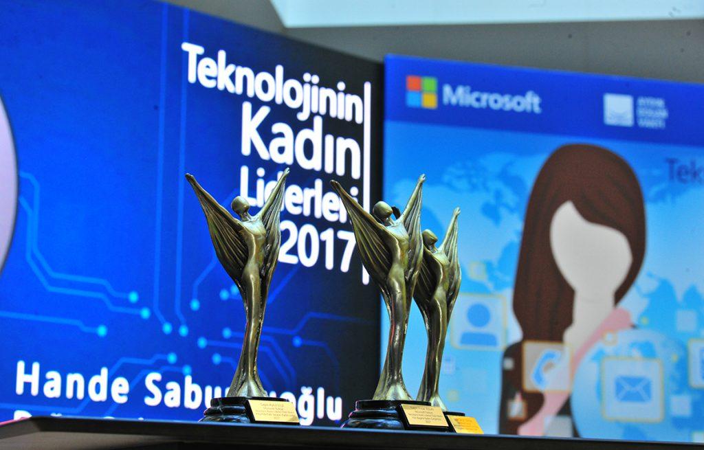 Türkiye'de teknoloji alanında başarı hikayeleri yaratan kadınları ortaya çıkarmak için yola çıkan 'Teknolojinin Kadın Liderleri' yarışması için başvurular başladı.