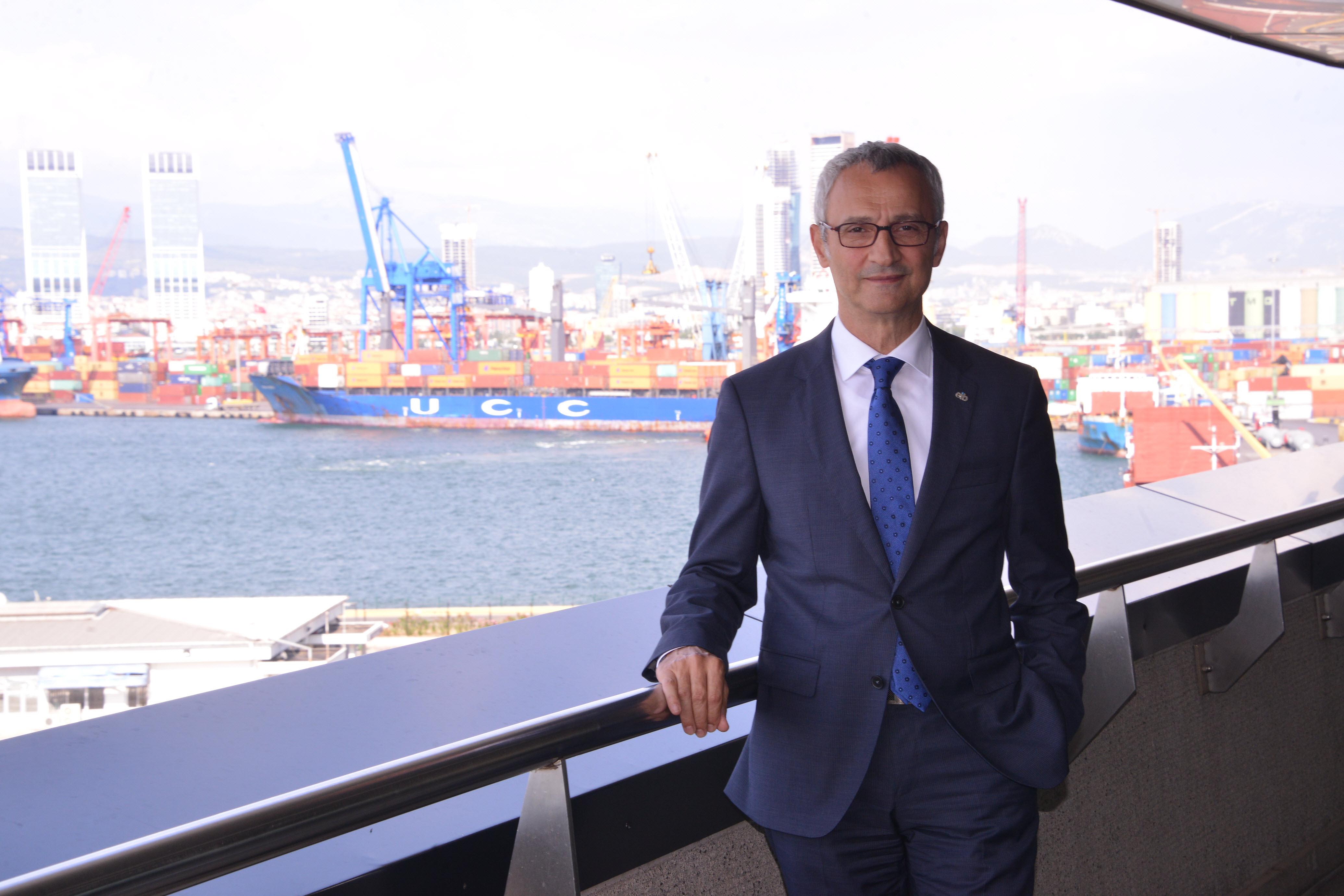 Türkiye'de ihracatın başladığı yer olan Ege Bölgesi 2017 yılının Ocak – Eylül döneminde 11 milyar 898 milyon dolarlık ithalata karşılık, 13 milyar 79 milyon dolar ihracat gerçekleştirdi.