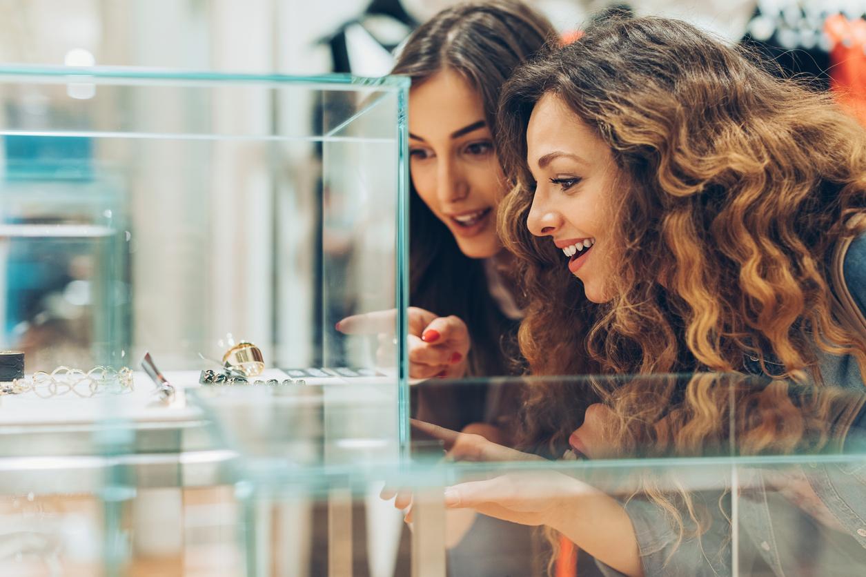 Fibabanka, Zen Pırlanta alışverişlerinde tek bir SMS ile anında kredi imkanı sunarak peşin fiyatına 10 taksit sağlıyor.