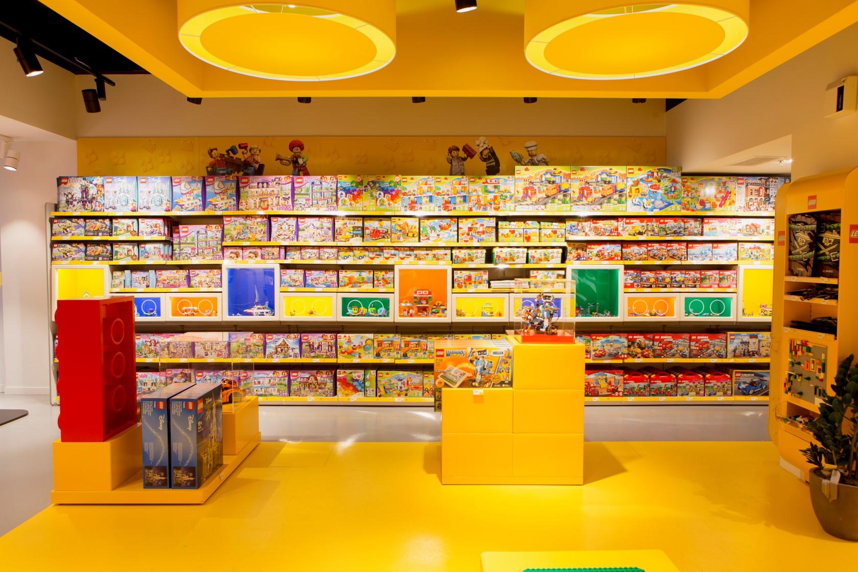 Türkiye'deki ilk LEGO® Store, çok yakında İstanbul Kanyon alişveriş merkezinde LEGO® tutkunları ile buluşmaya hazırlanıyor. LEGO®' nun yaratıcı dünyasına ait her şeyin yer alacağı şeçkin mağaza, her yaştan LEGO® tutkununa unutamayacakları bir deneyim fırs