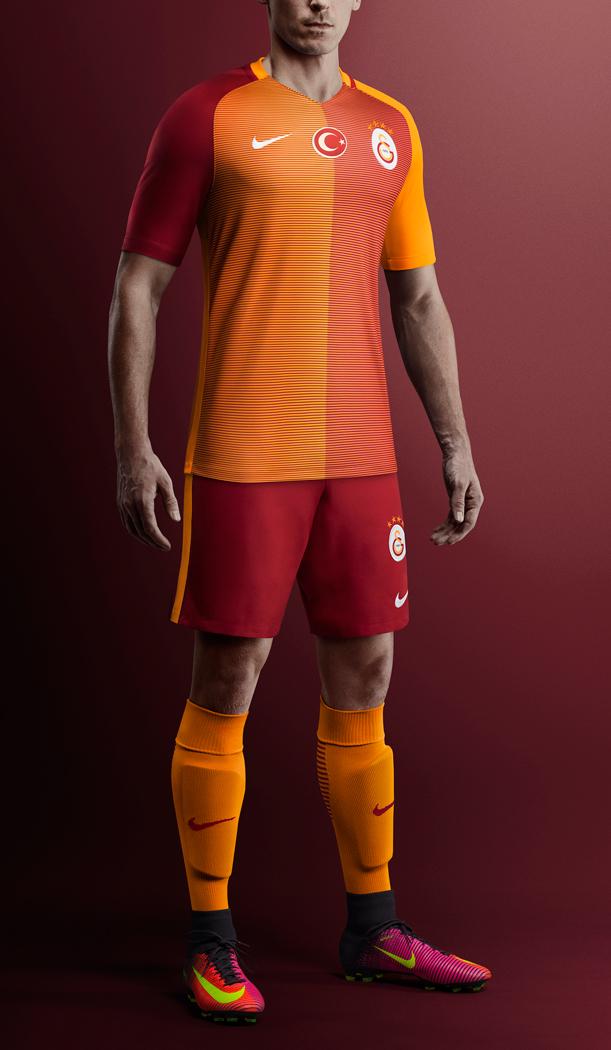 1469776217_Su16_FB_CEE_Galatasaray_CK_H_Jersey_Hero_Full_Kit_Stadium_R